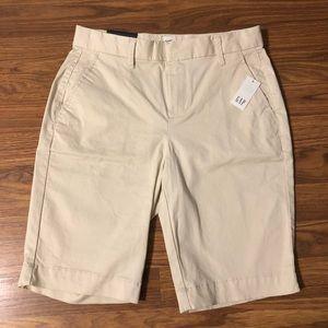 NWT GAP Bermuda Shorts Khaki Mid Rise Flat Front 0